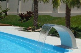 Cascata Havaí grande fabricado em fibra de vidro e pvc para piscinas.