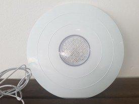 Refletor para piscina para substituição das iluminações antigas tipo farol possui 27 cm de diâmetro Mono-cromático
