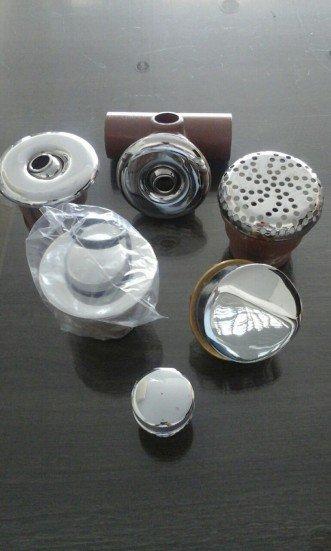 Kit dispositivos de banheira: 1 Valvula de saída + 1 Válvula de entrada + 1 Sucção + 1 Regulador de Jatos + 4 dispositivo hidro transversal + e 2 dispositivo hidro reto