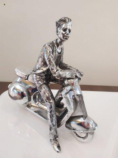 Escultura Motociclista Masculino Prateado