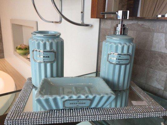 Kit Saboneteira em Cerâmica para Banheiro
