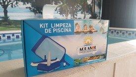 Kit completo de equipamentos de limpeza para piscinas.