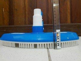 Aspirador com escova para piscinas .